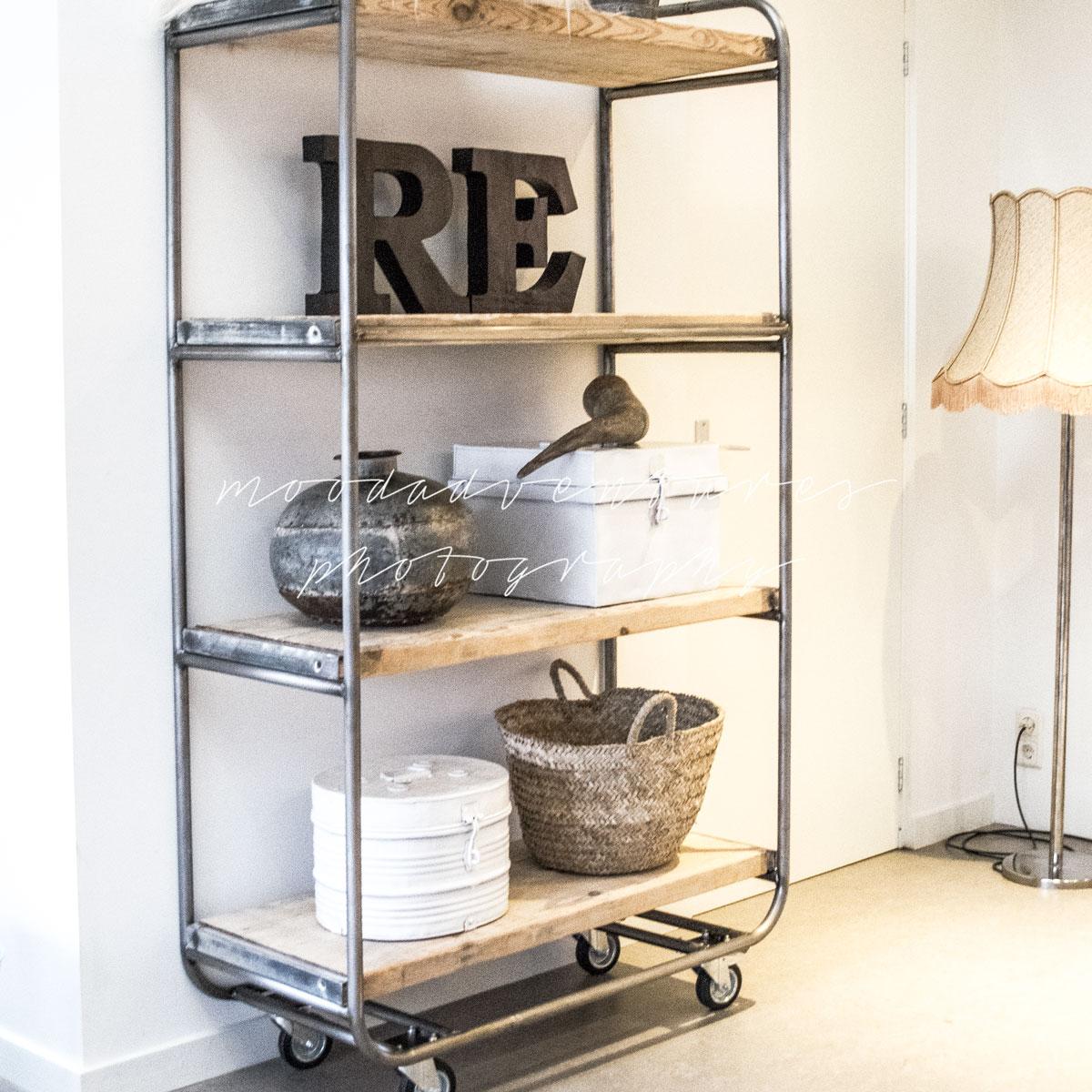Mocht je interesse hebben in een bakkerskast of trolley maar staat de ...